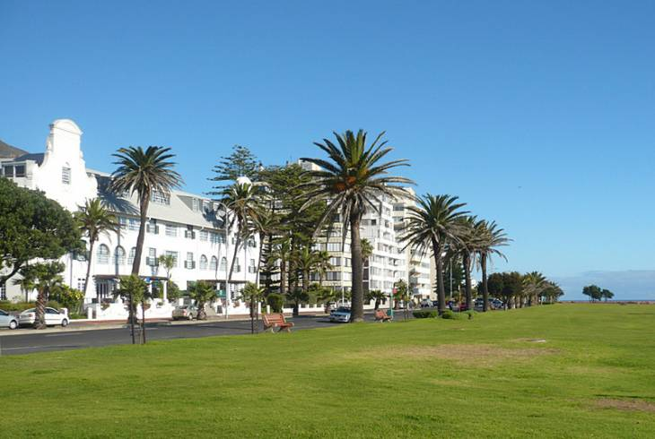 Three Anchor Bay is but a few minutes from the popular Sea Point promenade, wonderful for walking, jogging or just taking in the sights