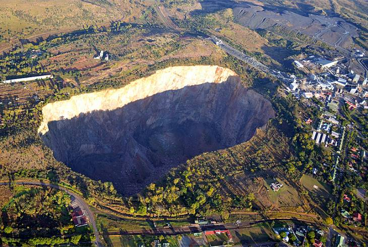 The pit at the Premier Mine, Cullinan. The mine was the source of the 3106 carat Cullinan Diamond, the largest diamond ever found