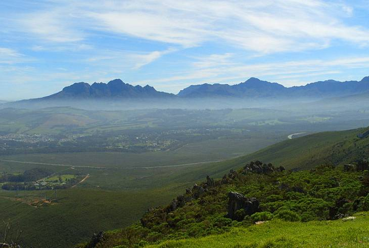 Sir Lowry's Pass snaking across the Hottentots-Holland mountain range
