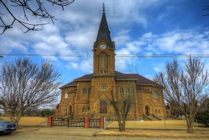 Warden has one of the largest Dutch Reformed Churches in South Africa, with seating for 1,750