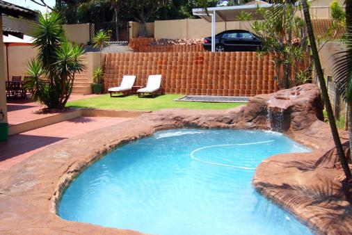 The curl holiday accommodation sunningdale accommodation Self catering cottages with swimming pool
